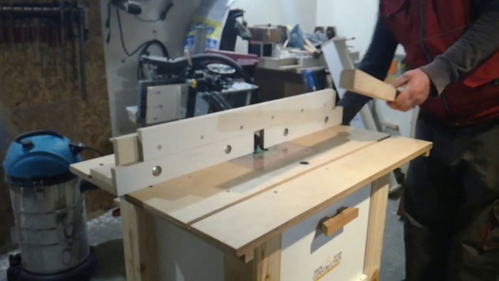 Vertical-Router-Table