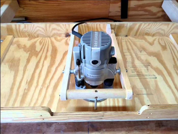 plunge router on router table
